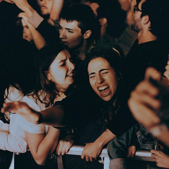 Till the end . . . . . . . . . . . . #nightlife#analoguevibes#girls#youredm#bestmusicshots#paris#byharleyc#500px#livefolk#concert#youredm#photographer#music