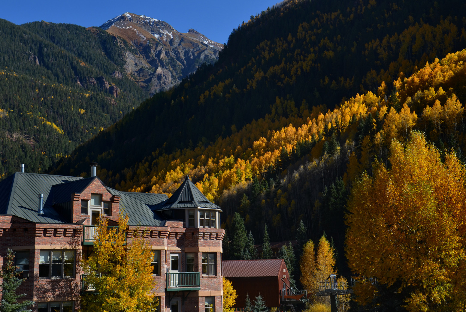 hotelc-exterior-fall-mtn-view.jpg