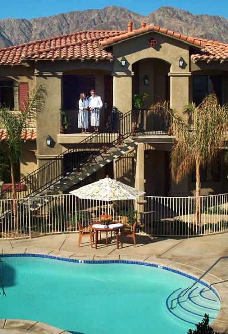 casitas-couple-balcony-450x660.jpg