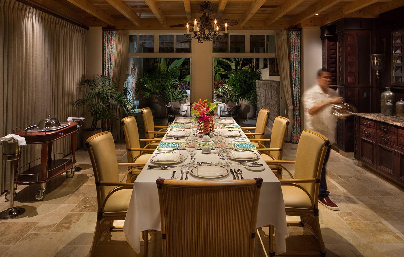 longtable-dining-waiter.jpg