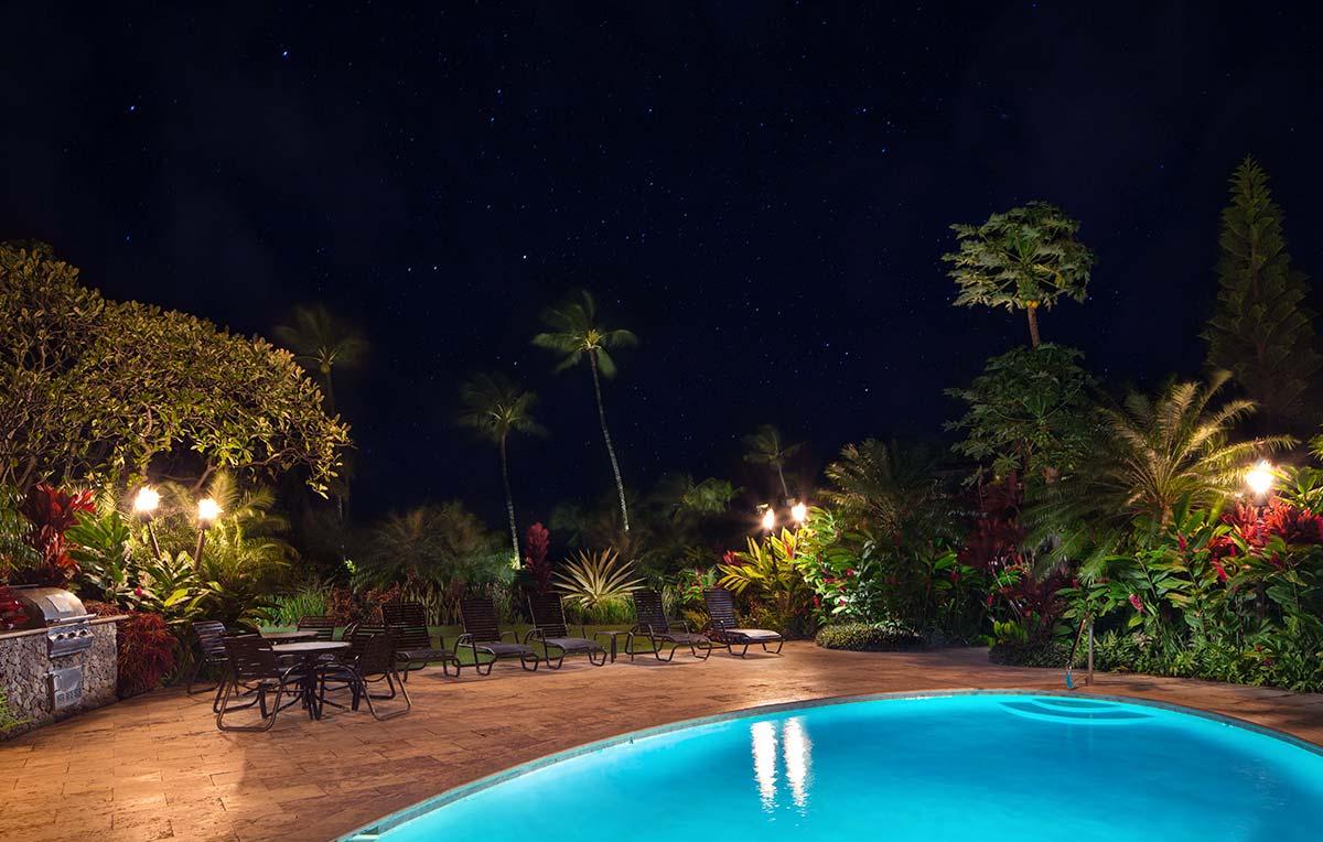 mauian-pool-stars.jpg