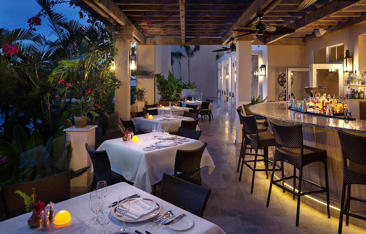 dining-bar-outside-night-restaurant-photography.jpg