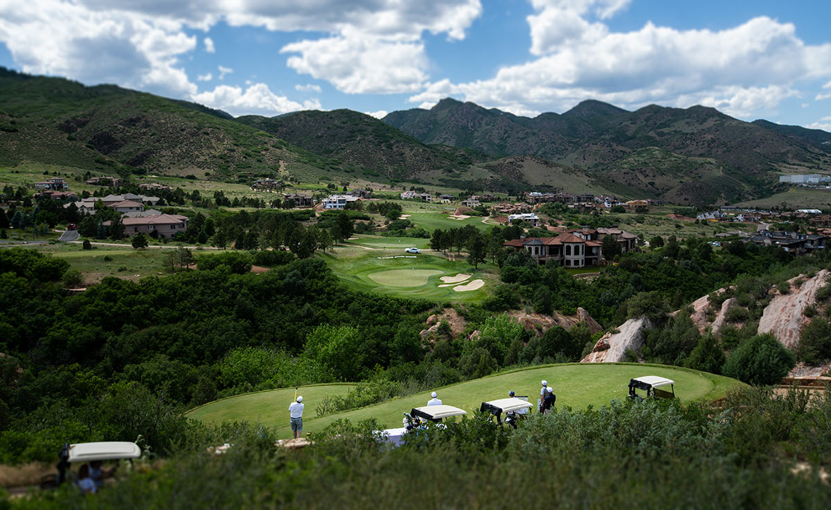 hole16-elevated-tee-lifestyle-jenkin.jpg