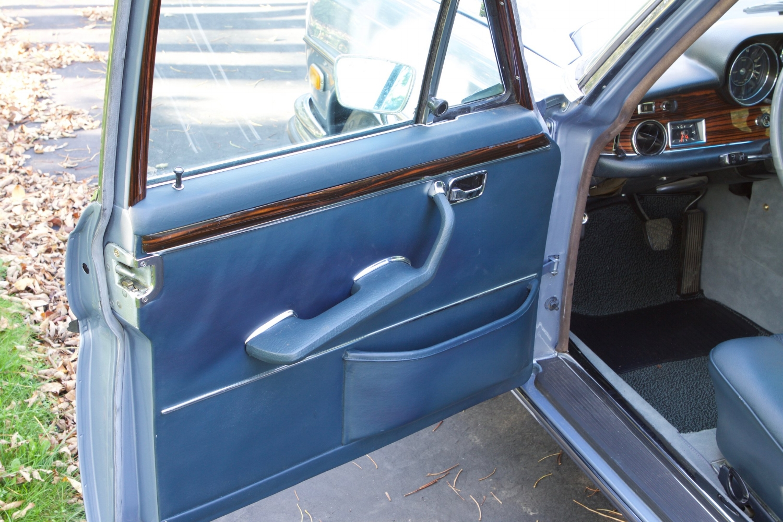 VIN 2875 1970 300SEL 6.3 Silver Blue Metallic - 31.jpg