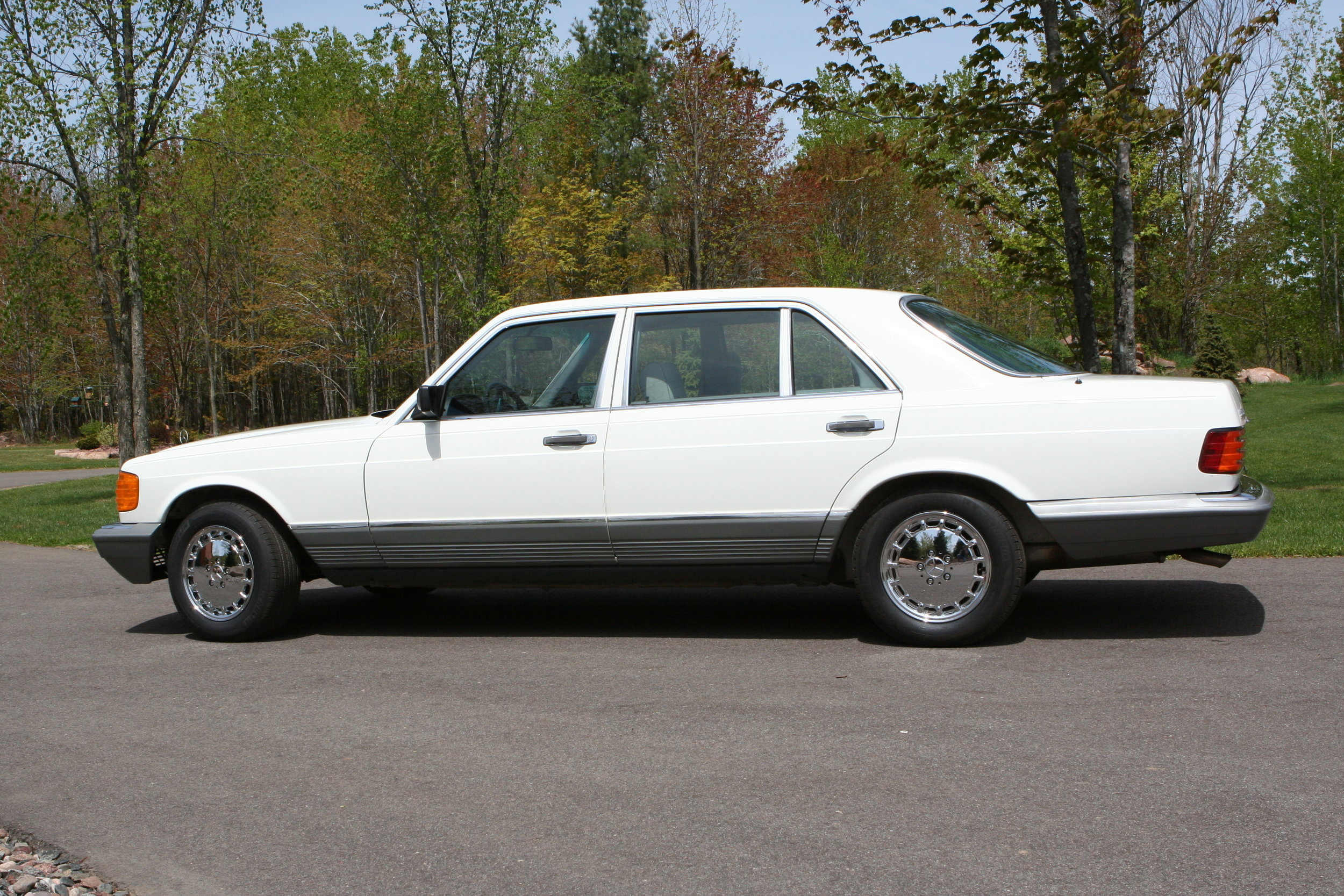 54619 1984 500SEL 16.JPG