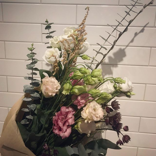 Can't get over these beautiful bouquets from @forresterfarm (or the smell of eucalyptus)! 😌
