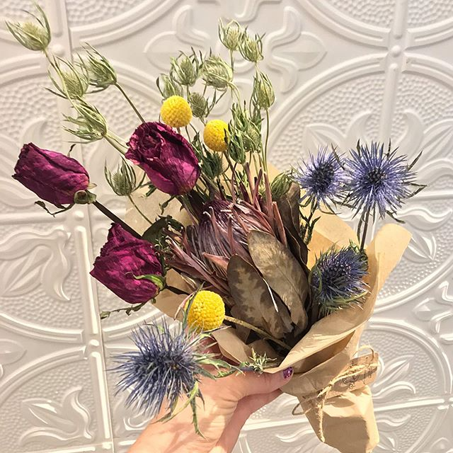 We'd love to see how you gift or display your bouquets from us (fresh or dried)! Tag us in a photo, and we'll share in our stories! 💐