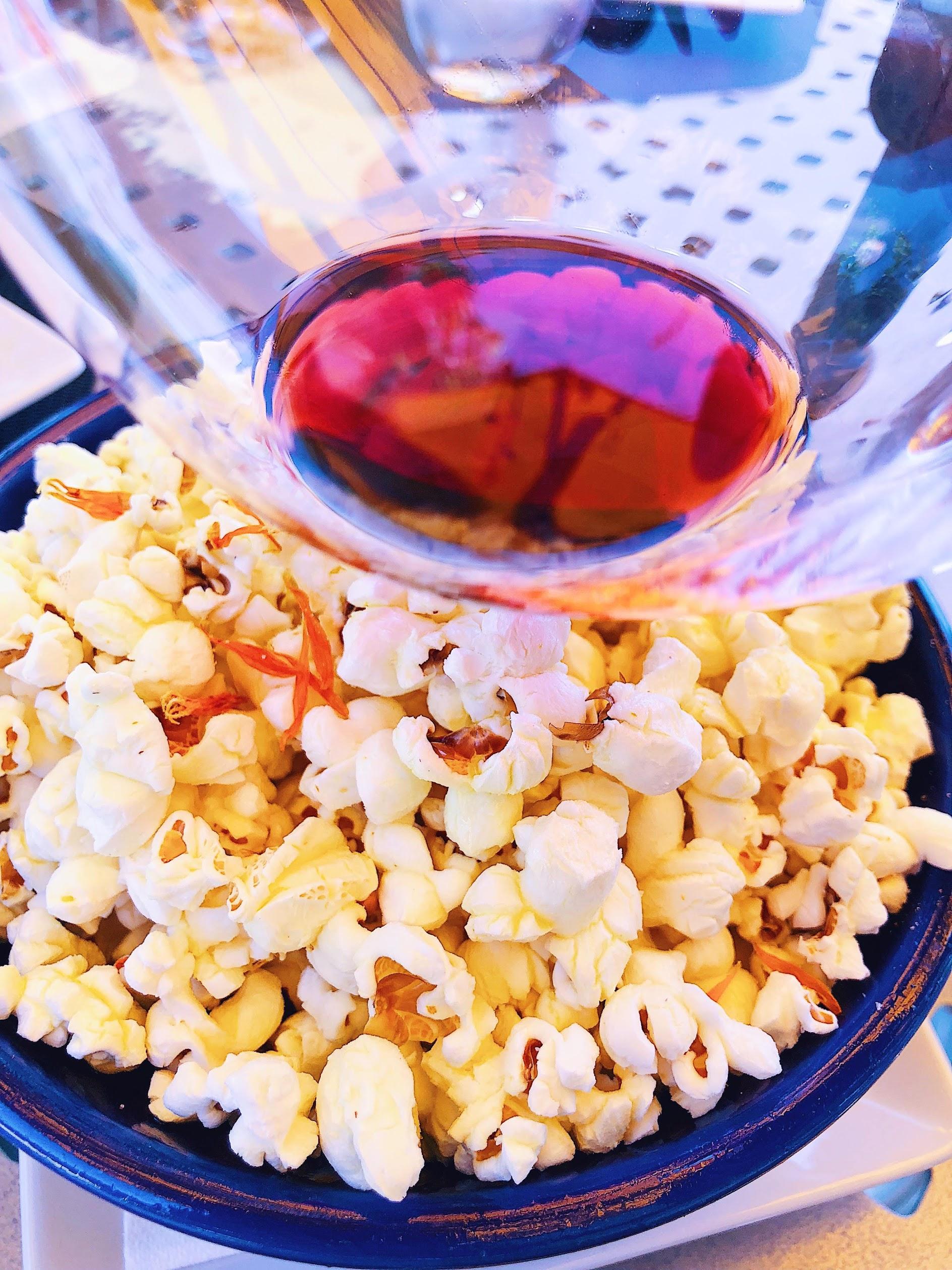 Warm Organic Popcorn Lynmar