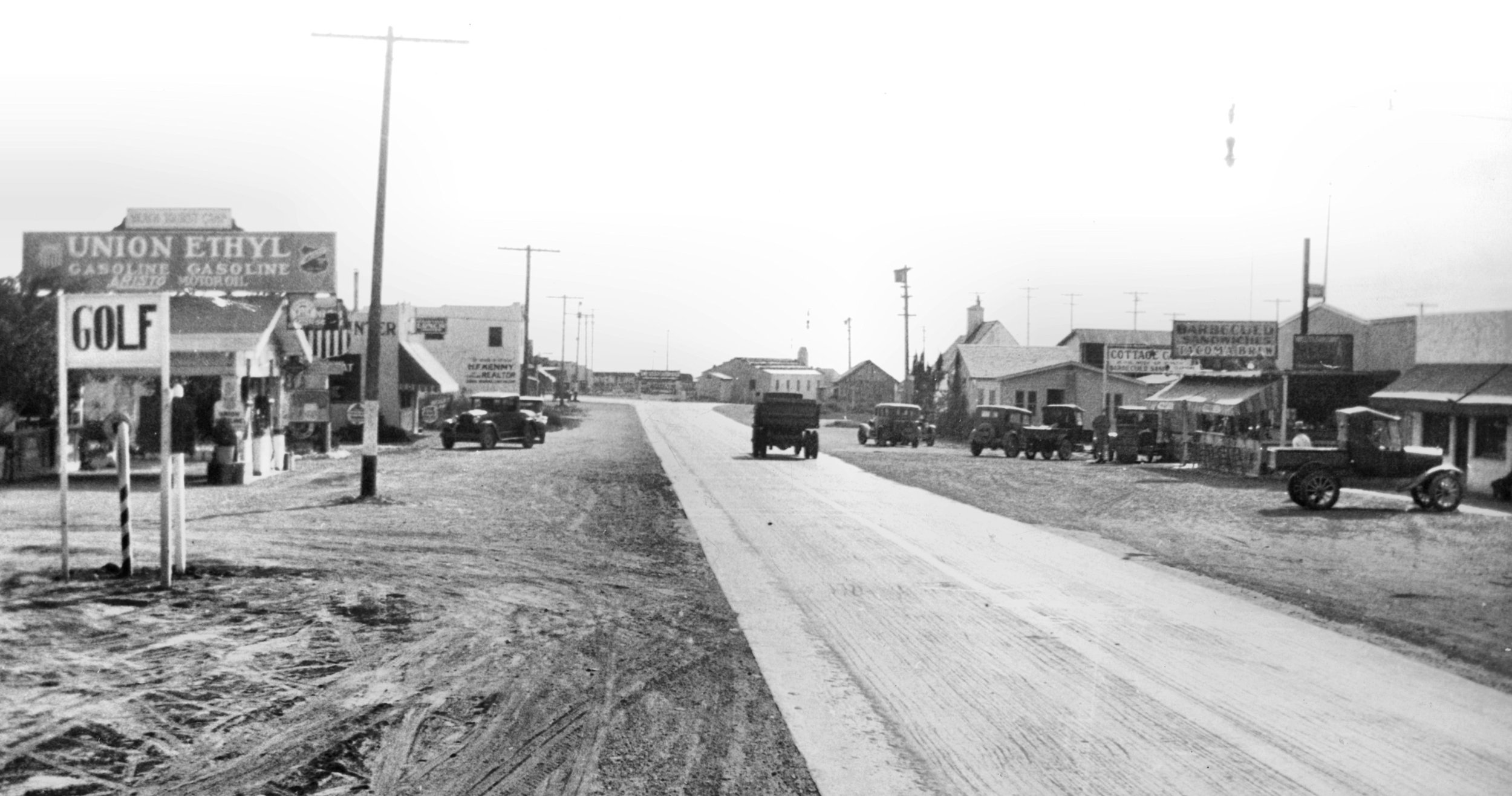 Looking down the Coast Highway through Capistrano Beach, 1930 (Courtesy the Orange County Archives).