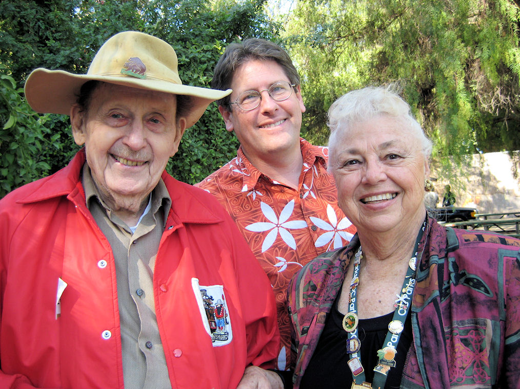 Phil Brigandi sharing time with Jim Sleeper and Esther Cramer, 2008 (Courtesy Nola Sleeper).