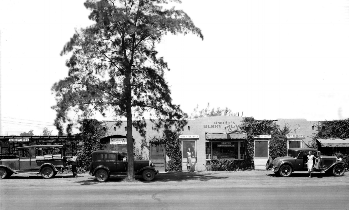 Knott's Berry Place circa 1935 (courtesy the Orange County Archives).