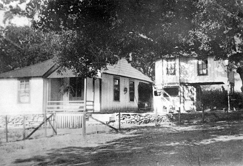 The Straw Homestead in the early 1900s (courtesy Doug McIntosh).