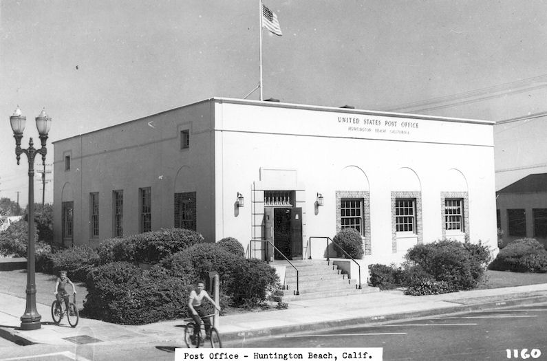 The Huntington Beach Post Office, circa 1950 (courtesy the Orange County Archives).