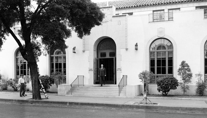 The Santa Ana Post Office in the 1940s (courtesy the Orange County Archives).