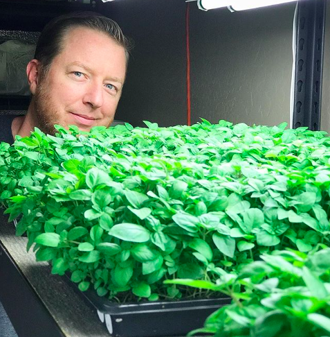 Justin Beckett Visits The Farm - 8/27/18 - Chef Justin Beckett of Beckett's Table and Southern Rail stopped by the farm for an inside look at how we grow his greens! Be sure to follow @SouthenRailAZ @CheffBeckettAZ @BeckettsTable for the full story.Click HERE to watch a clip!