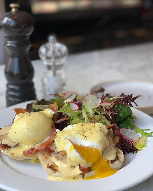 That's a matter of brunch! Enjoy the Egg bio Bénédicte @troquetnyc