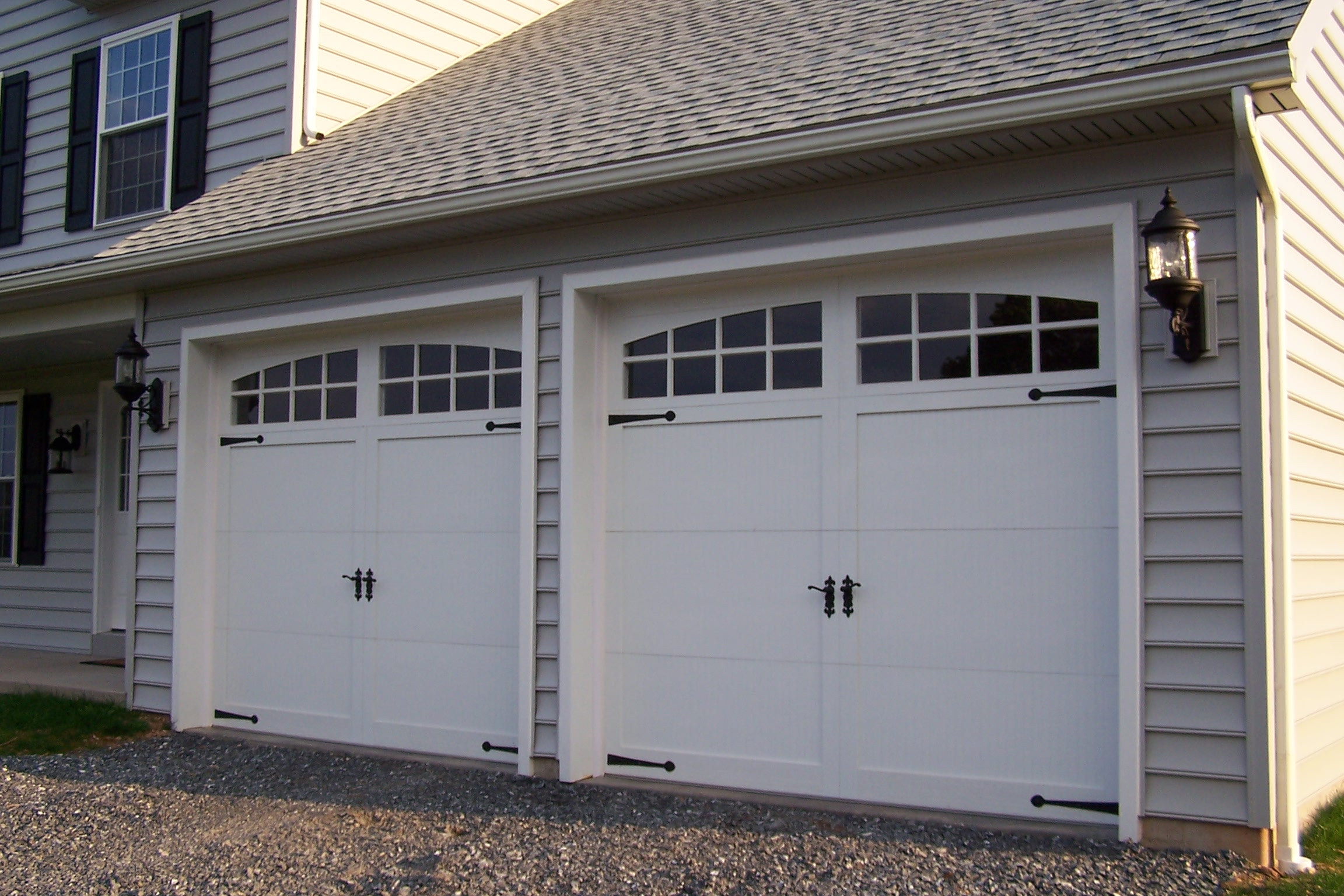 Sectional-type_overhead_garage_door.JPG