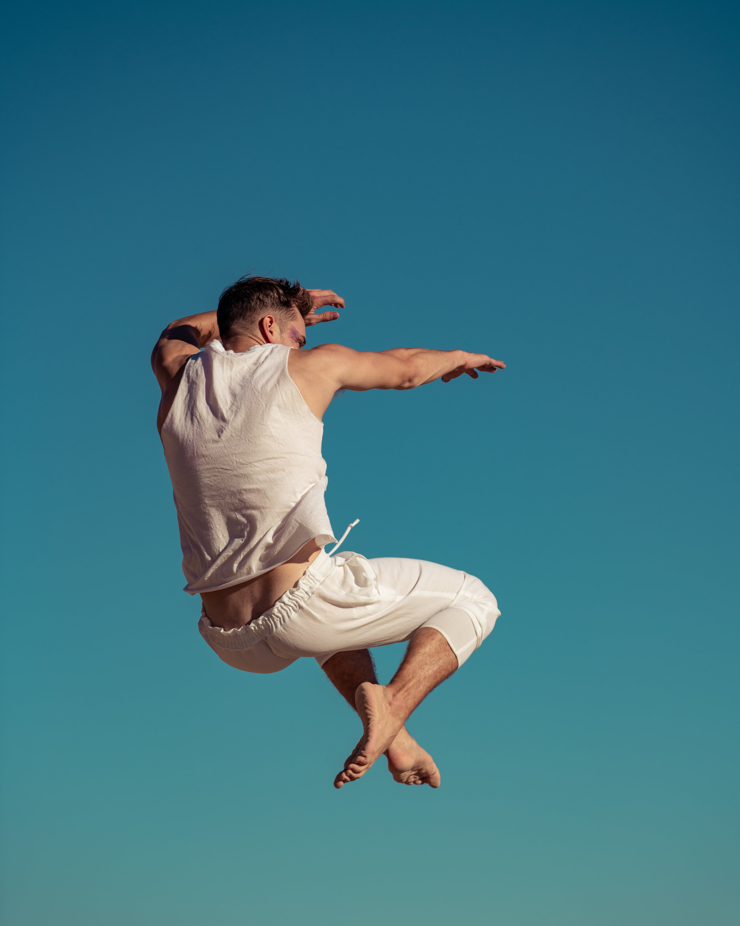 white jump 2.JPG