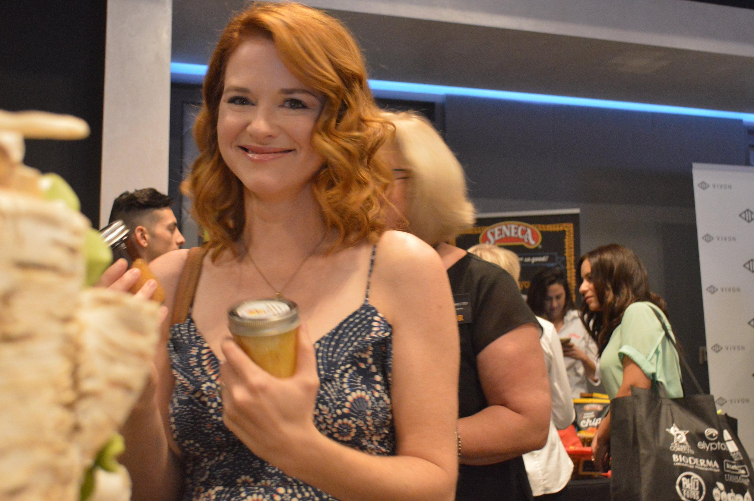 Emmy2016_ Sarah Drew _ The cake Zone _ Little Tipsy cakes (1).JPG