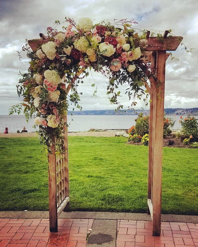 Wedding arch came together beautifully at this gorgeous seaside wedding @semiahmooresort  #Botanikal #bellinghamflorist #weddingflowers #dahlias