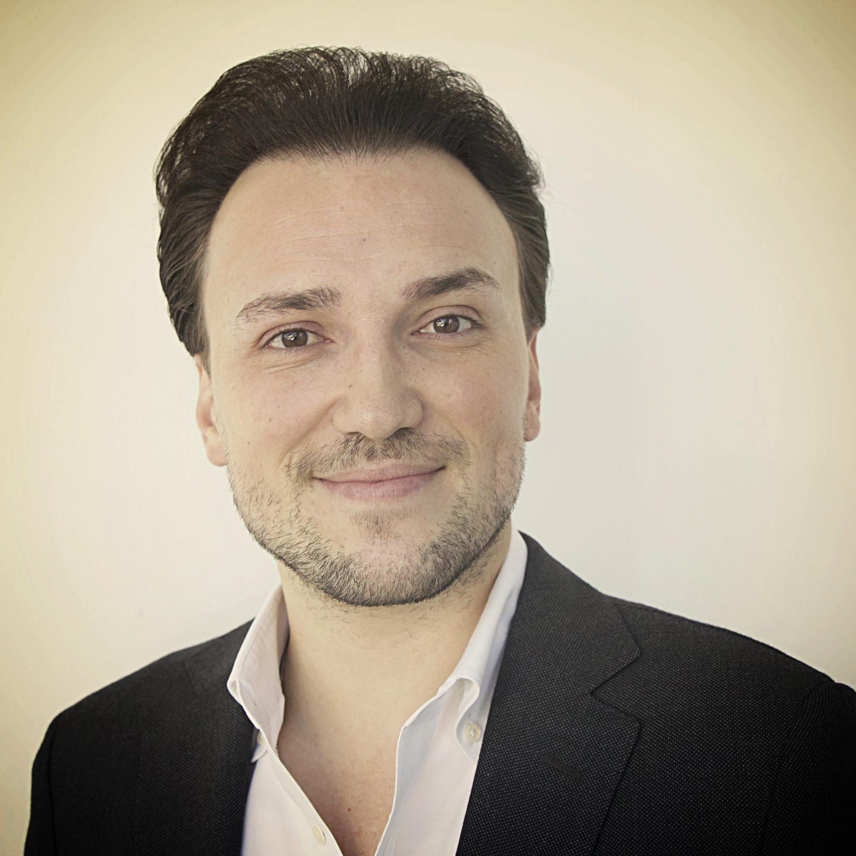 JEVGENI DAVIDOV Artistic Director