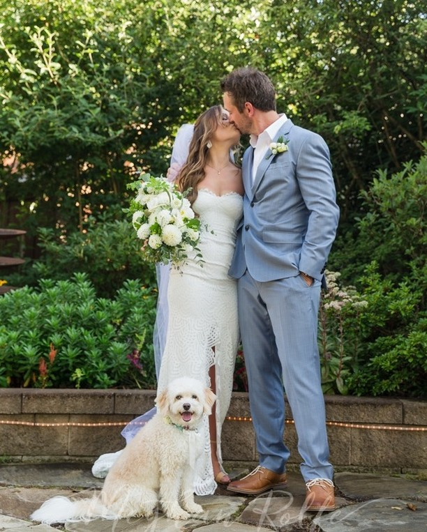 These three bringing the cuteness 💓🐶 Who loves furry friends in the big day? 🙋‍♀️ (Ben & I may have had our 120lb malamute as our flower dog)⠀⠀⠀⠀⠀⠀⠀⠀⠀ ⠀⠀⠀⠀⠀⠀⠀⠀⠀ ⠀⠀⠀⠀⠀⠀⠀⠀⠀ Photographer: @meghanrolfephotography⠀⠀⠀⠀⠀⠀⠀⠀⠀ Venue & Caterer: @thefarmevents⠀⠀⠀⠀⠀⠀⠀⠀⠀ Planner: Bethany with @thefarmevents⠀⠀⠀⠀⠀⠀⠀⠀⠀ Florist: @blueridgeblooms⠀⠀⠀⠀⠀⠀⠀⠀⠀ Desserts: @a.la.cupcakes⠀⠀⠀⠀⠀⠀⠀⠀⠀ Live Acoustic Musicians, DJ, & Lighting: @benjamintwarner⠀⠀⠀⠀⠀⠀⠀⠀⠀ .⠀⠀⠀⠀⠀⠀⠀⠀⠀ .⠀⠀⠀⠀⠀⠀⠀⠀⠀ .⠀⠀⠀⠀⠀⠀⠀⠀⠀ . ⠀⠀⠀⠀⠀⠀⠀⠀⠀ #ashevillewedding #weddingdetails #bestdayever #mountainwedding #bridalinspo #loveandwildhearts #belovedstories #engaged #weddingplanning #loveauthentic #wanderingweddings #youdoyou #adventurouslovestories #dogsofinstagram #loveintentionally #forthewildlyinlove #theweddinglegends #helloelopement #togetherjournal #weddingmusicians #ashevillewedding #dogsinweddings #ashevilleelopement #communityovercompetition #musicislife #weddingmusicentertainment #puppylove #pupsinweddings #weddingpuppy