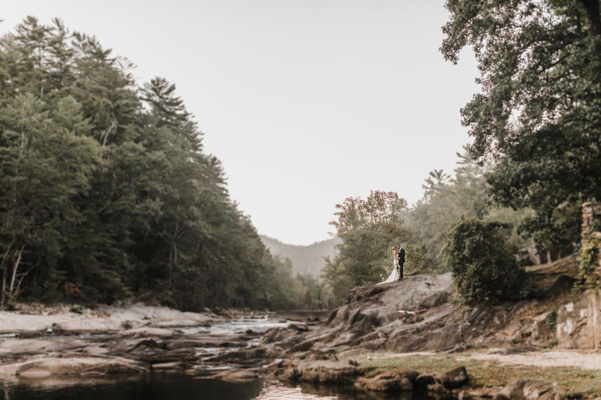 a GORGEOUS mountain RIVER wedding at BROWN MOUNTAIN BEACH RESORT in LENIOR, north carolina, captured by JILLIAN KNIGHT PHOTOGRAPHY