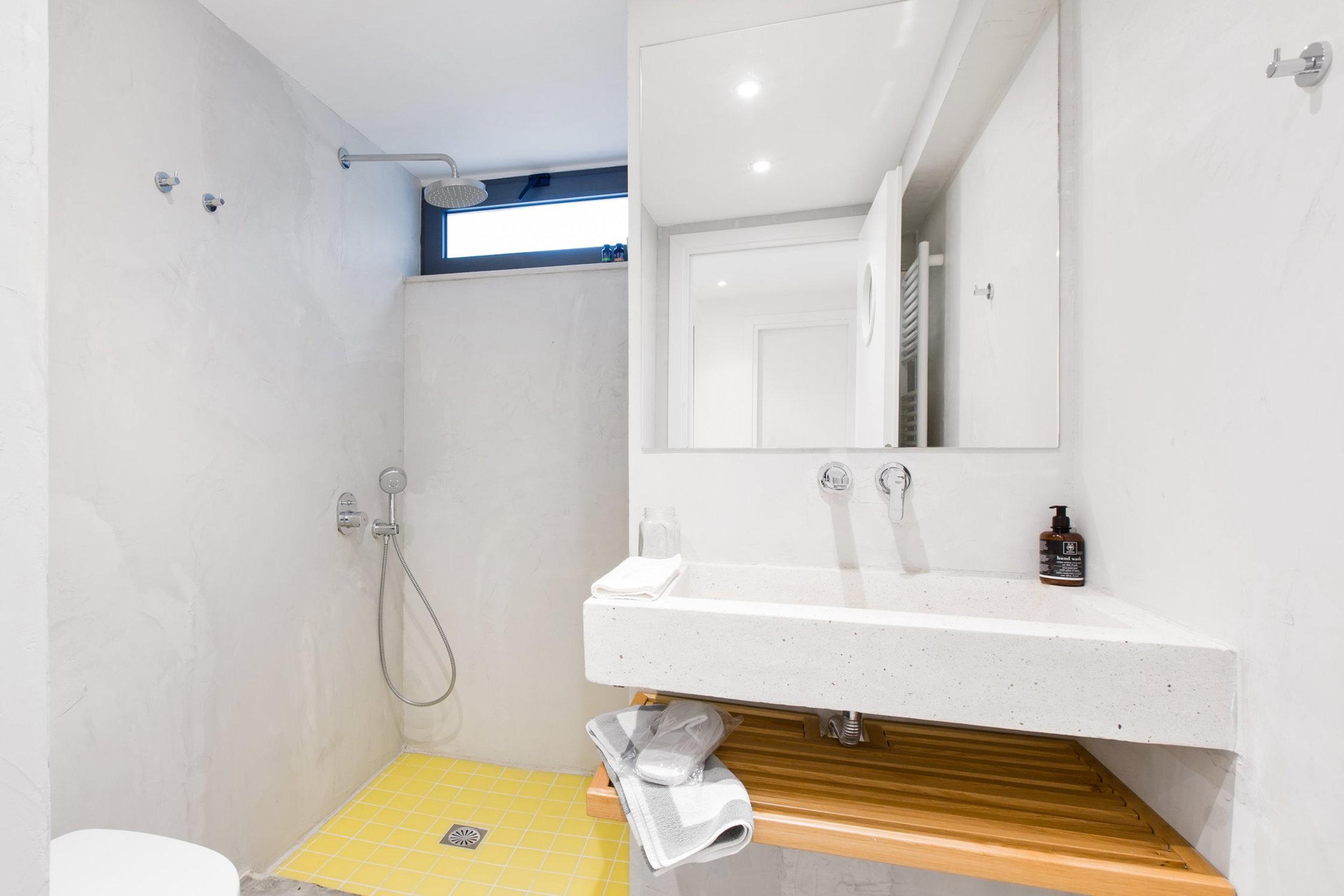 bathroom basement 1.jpg