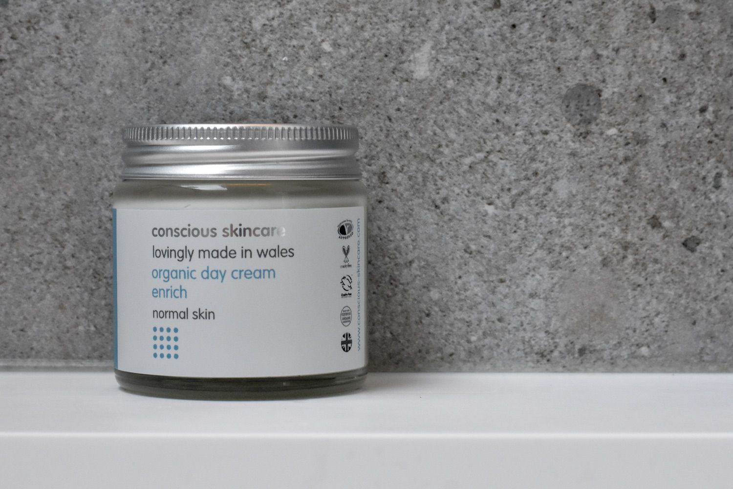 conscious skincare - This brand is a new discovery for me. I was trying to find some plastic-free, natural skincare products that were specifically for men and bumped into Conscious Skincare.Whilst the brand isn't just for men, they have a specially curated section of products that are recommended for men's skin. All the products are made in small batches to ensure optimum freshness (therefore potency) of the carefully selected, natural ingredients. And whilst the range isn't entirely plastic-free, much of it is, and their general approach to sustainable packaging is admirable.So far, this little pot is the only one in our bathroom. But if this one is anything to go by, my hunch is we'll be adding more.