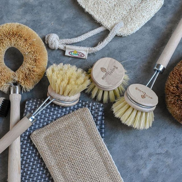 Seriously. Who really wants to think about their choice of dish brush? Not me. But nor do I want to think about a hunk of unrecylable plastic in landfill (or worse) with my name on 🤨 ⁣ All of these came from @boobalou - they have a fab line-up of brushes, scourers and 'un-sponges', all made from planet-friendly materials. My personal favs are the dish-brushes with replaceable heads, and the @ecococonut coconut fibre things. ⁣ Right. Thanks for your time. I'll let you get on with scrolling some more glamorous stuff now 🙂 ⁣ ⁣ #ecokitchen #greencleaning #ditchplastic #lesswaste #lowwaste #lowwasteliving #plasticfreeparent #reusable #replaceable #plasticfreeliving ⁣ ⁣