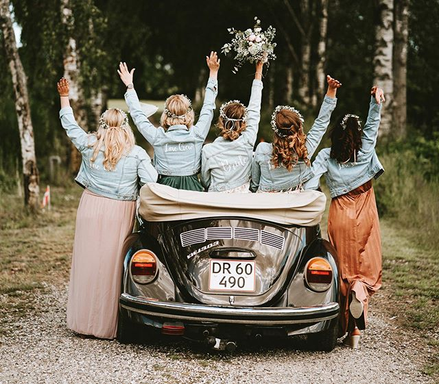 Lara & Marco - June 2019⠀ ⠀ Lara and her bridesmaids all had the same flower crown and the same denim jacket - such a cool idea. ⠀ ⠀ ___________________⠀ ⠀ #bryllup #bryllup2020 #bryllup2019 #bryllupsfotograf #bryllupsfotografaarhus #andersdalsgaard #bryllupsbilleder #bryllupsinspiration #brud #sommerbryllup #bryllupsfotografjylland #bryllupaarhus #nordiskebryllup  #bride #wedding #bryllupsfotografering  #lookslikefilm #bryllupsfotografi  #weddingphotography #junebugweddings #weddingindenmark  #weddingphotographer #featuremeoncewed #weddingineurope #loveacouple #bröllopsfotograf #bröllop2019 #bröllopsinspiration #hochzeitsfotograf #hochzeitsfotografie ⠀