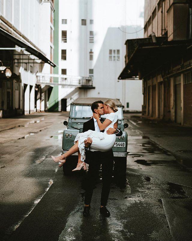 Elise & Bernhard - August 2019⠀ ⠀ I just love shooting in industrial scenery, but when the groom has an old range rover, it just becomes even better😍⠀ ⠀ #bryllup #bryllup2019 #bryllup2020 #bryllupsfotograf #bryllupsfotografaarhus #andersdalsgaard #bryllupsbilleder #bryllupsinspiration #brud #rangerover #bryllupsfotografjylland #bryllupaarhus #nordiskebryllup  #bride #regnvejrsbryllup #bryllupsfotografering  #lookslikefilm #urbanwedding  #weddingphotography #junebugweddings #weddingindenmark  #rainywedding #featuremeoncewed #weddingineurope #loveacouple #bröllopsfotograf #bröllop2019 #bröllopsinspiration #hochzeitsfotograf #hochzeitsfotografie ⠀