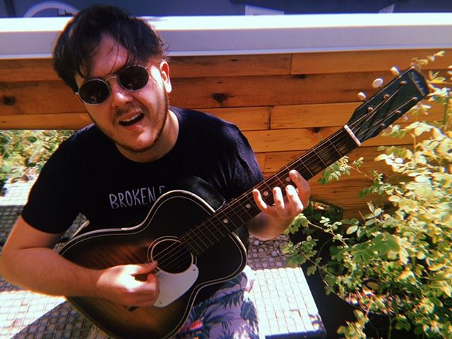 We're currently in Vancouver appreciating all the pretty plants 🌱But looking forward to bringing some fresh new tunes back to good ol' Ontario to play at @sawdustcitymusicfestival in #gravenhurst #muskoka on August 3rd! 😎Then in Toronto supporting @themooksto at @drakeunderground on Aug 9th! 🎸