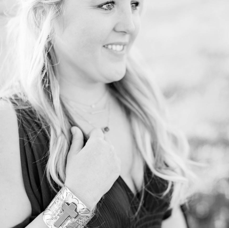 I make it simple,keep it light,& focus on thecandid moments - Hey I'm Samantha!A Lover of love, cutting horse enthusiast, farmer's wife, & mama of two... AKA perpetually busy. Most days you can find me with a huge smile on my face, chasing toddlers and pursuing my dream job. My two babies Ellery and Blake make my world go around and I love brag about my handsome farmer husband. Life is good on our side of the Sacramento river.