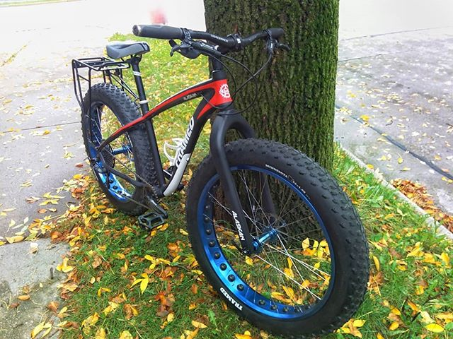 Framed Alaskan Fatbike 799.00! This bike is in excellent condition.  6061 aluminum frame SRAM hydraulic brakes SRAM X7 drivetrain 1x10 Raceface cranks Framed 26x4.0 tires {also comes with a pair of 26x3.5 road tires - 160.00 value} Rear rack