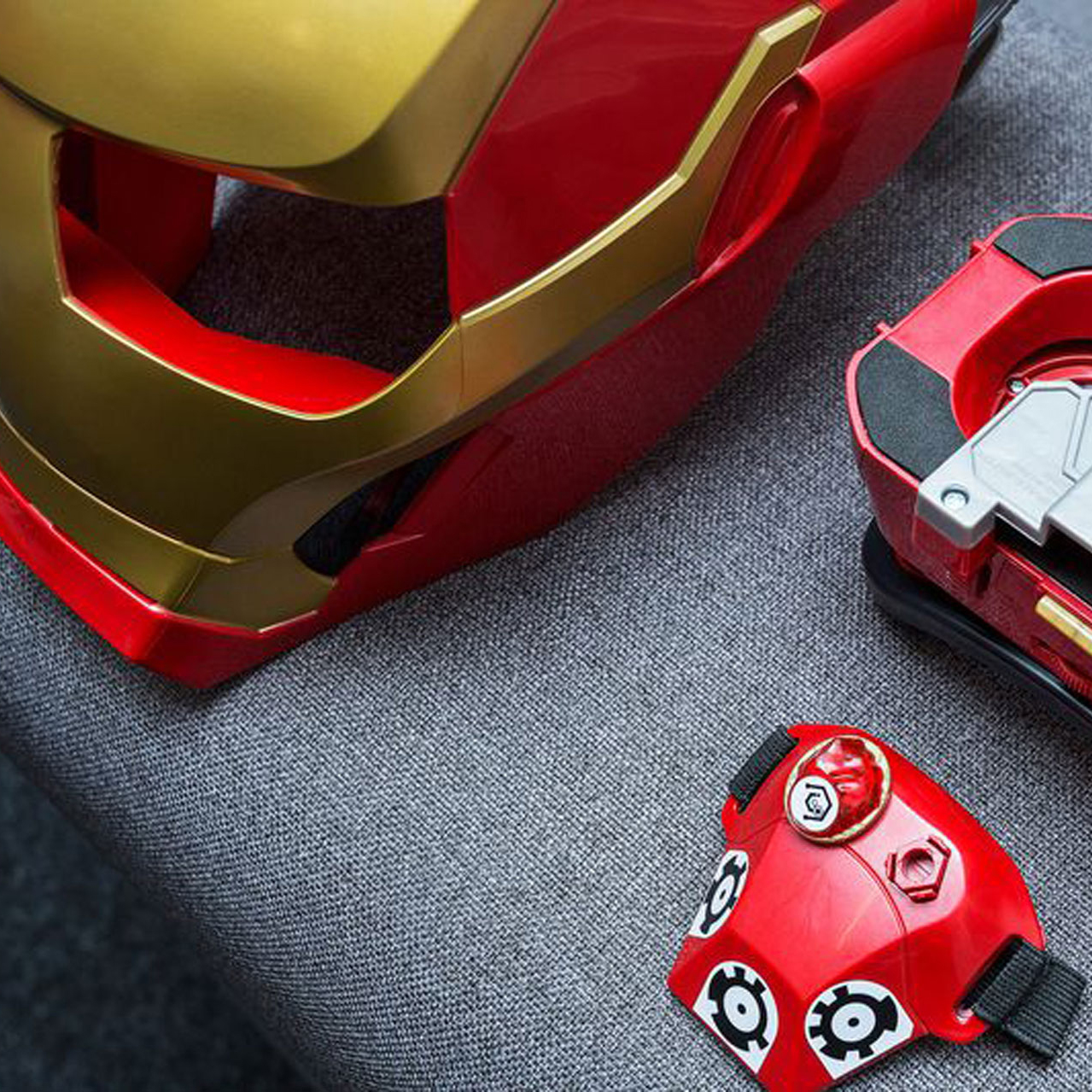 iron-man-ar-headset-hasbro.jpg