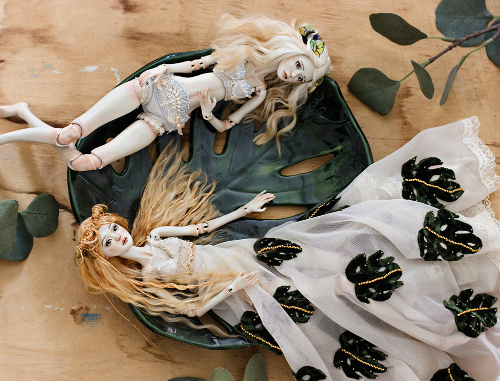 Taking pictures of your dolls. By Adele Po.