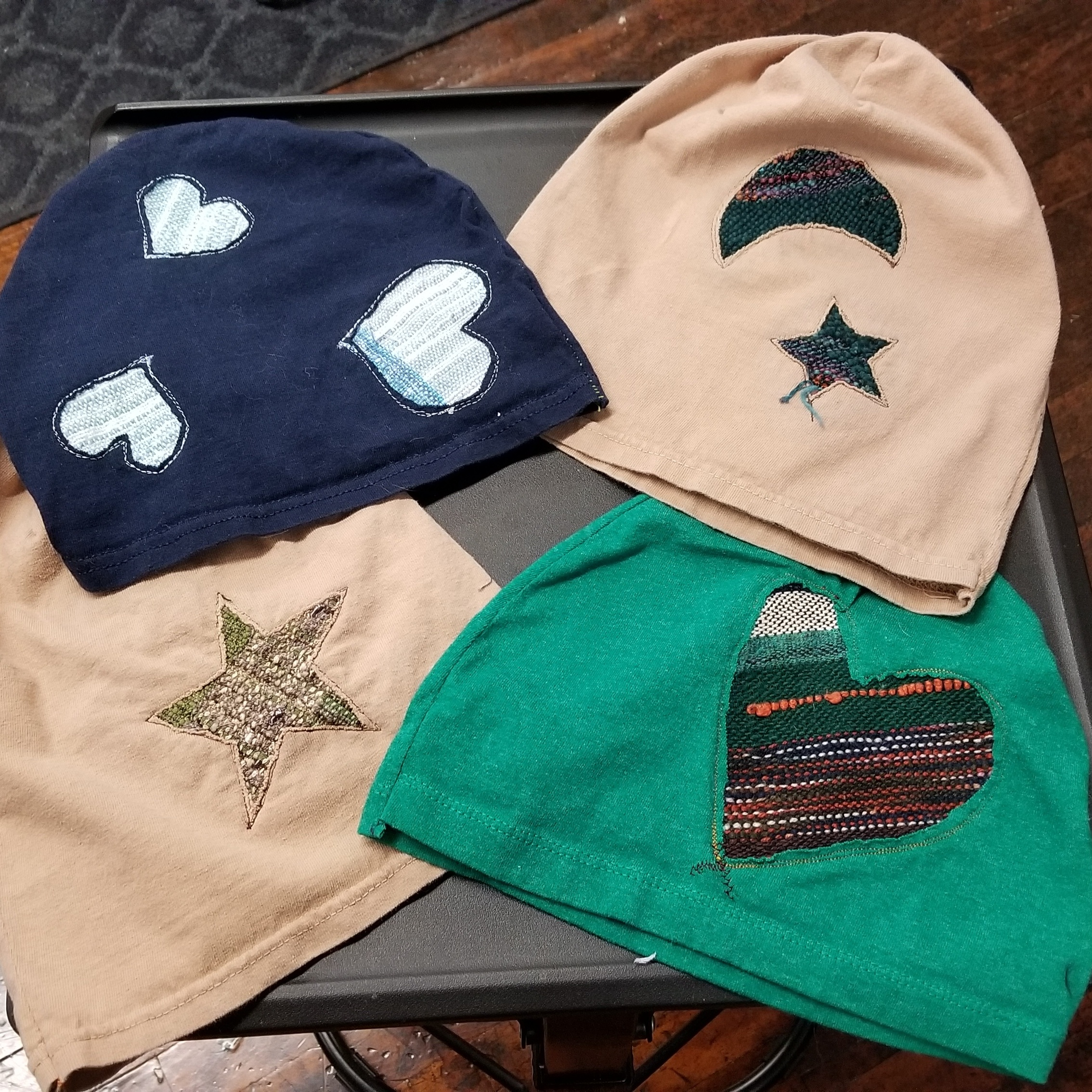 Upcycled t-shirt hats with SAORI weaving reverse-inlaid, spring 2018