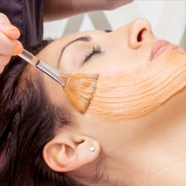 Fall is here and pumpkin season is back!  But pumpkins are good for more than lattes, pies and jack-o'-lanterns - they're good for the skin too!! 🎃💆  Book in for Glow Girl's Pumpkin Peel Facial to experience #pumpkinpower!  This facial uses a gentle exfoliating pumpkin peel to naturally reverse summer sun damage and protect the skin from the harsh seasonal changes ahead.  Revitalizing Alpha Hydroxy Acids and naturally active Pumpkin Enzymes invigorate lifeless skin targeting fine lines, uneven skin tone, enlarged pores and post-acne discoloration. Suitable for most skin types, this irresistible peel will help your skin to look and feel its best.  This facial includes steam, double cleanse, exfoliation (microdermabrasion or dermaplaning), extractions (if necessary), pumpkin enzyme peel, targeted treatment mask, neck and decollete massage, hot towels, facial massage, serums, moisturizer and SPF!!  🎃90 minutes - $89 (Reg $125)🎃  ☎️ 778-212-2717 💌 hello@glowgirlspa.com 🖥️ glowgirlspa.com