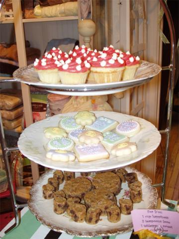 10 yr cupcakes.jpg