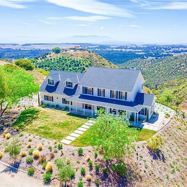 ✨ Did you know that according to the National Association of Realtors, half of home buyers with children buy based on a school district? These statistics that influence purchasing decisions are definitely no surprise based on our interactions with #temeculavalley buyers. • Still swooning over this #Murrieta estate ☝🏼. Over 3,000 sq ft, 5 acres, panoramic views, established luxury air BnB, completely remodeled interior, ✨top rated schools✨, and…wait for it….a lavender farm! OMG. Double click if you wouldn't mind moving into this beauty. • Want to read the California Association of Realtor's article about schools? Link in profile ☝🏼.