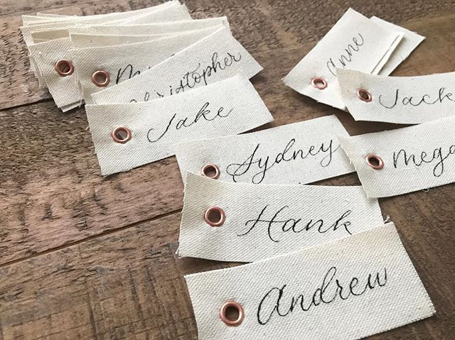 Cloth place cards with copper eyelets for last Saturday's wedding. I'm really wanting to make these again!
