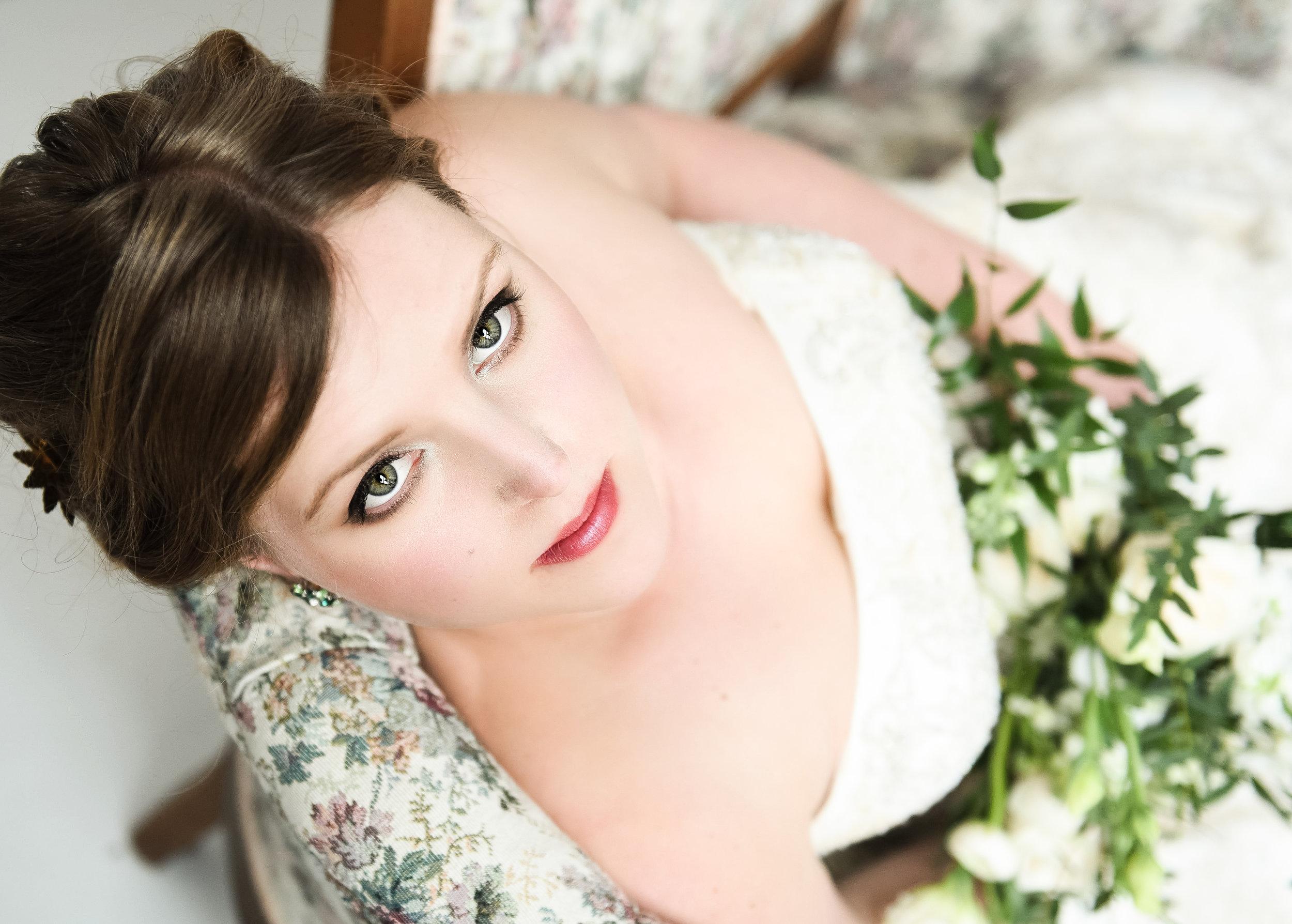 Julie Nicole Weddings . Flowers by La Petite Fleur