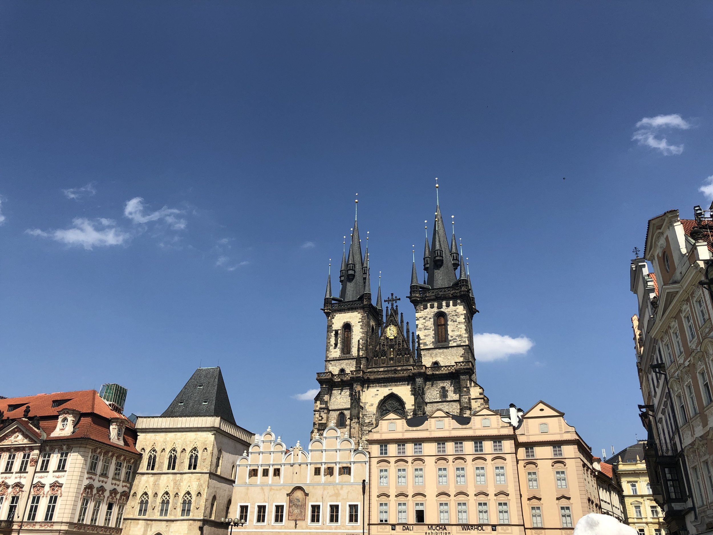buildings-prague.JPG