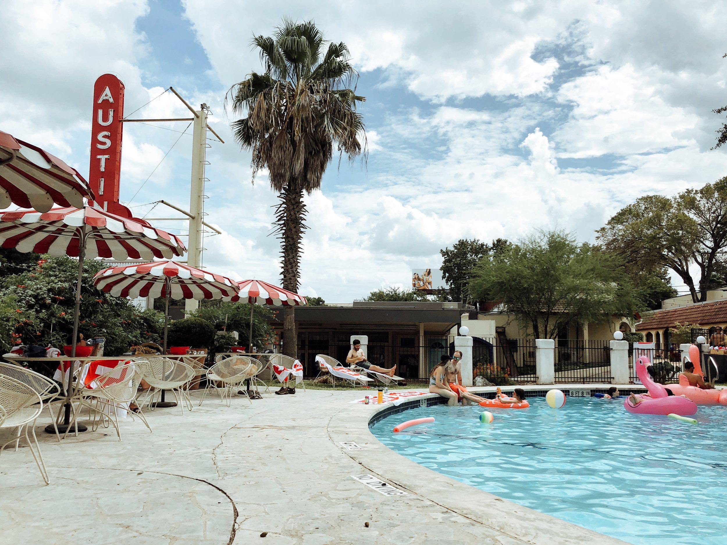 austin-motel-pool-area.JPG