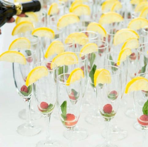 So many glasses , so little time! Not to worry because Our Boys & Girls are always here to help! Get in touch if you need an extra helping hand for your events. Link in bio to enquire.