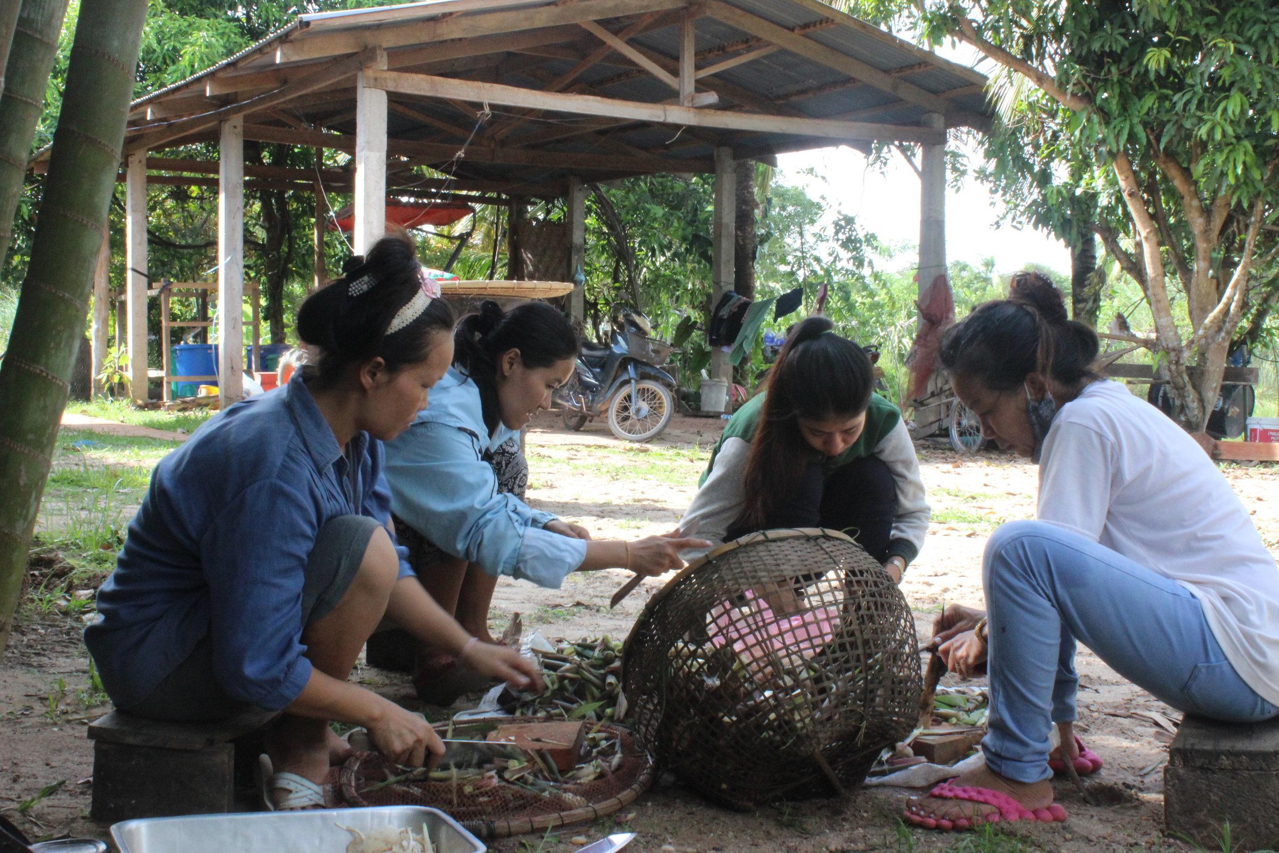 Pone (Pommolok) and AW ladies prepare bamboo.JPG