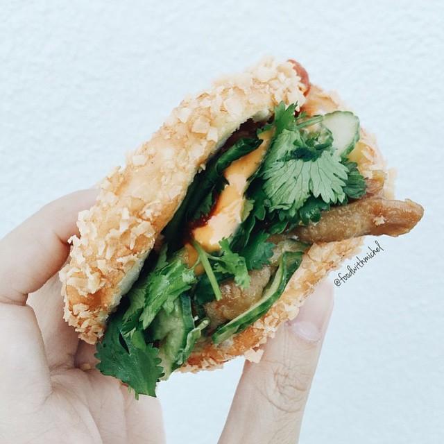 Taiwanese crunch bao 📷:@foodwithmichel