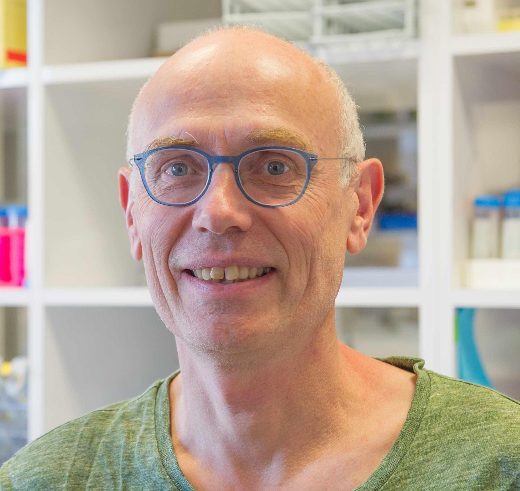 Schweisguth François (FRA) - Institut Pasteur, Paris, FranceLaboratory Website: https://research.pasteur.fr/fr/team/drosophila-developmental-genetics/The Schweisguth lab investigates how Notch regulates cells fates in space and time, how patterns emerge during development and how cell fate is coupled with cell polarity and shape changes during epithelial morphogenesis. These questions are addressed in various developmental contexts, notably the developing sensory bristles. While his research is largely observation-driven, his lab is combining imaging, genome engineering and modeling to go beyond observations and decipher the inner logic of these developmental processes. F Schweisguth is currently holding Research Director position at the CNRS, and is heading the CNRS UMR3738 / Dept of Developmental and Stem Cell Biology at the Institut Pasteur.