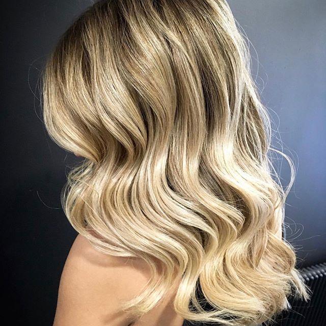 O curso Salon Haircutting & Color 44 Week Diploma é um curso profissional de cabeleireiro bastante intensivo. É um curso direccionado para pessoas sem qualquer experiência na área.  Este curso visa abordar e ensinar todas as técnicas de cor, como também todas as técnicas de corte com base nos parâmetros de qualidade de academias internacionais de prestigio como a Vidal Sassoon. Qqer informações contacte nos por mensagem .